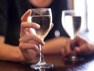 A few drinks a week may prolong life, but heavy drinking may shorten it