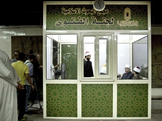 Egypt's Al Azhar Sets Up Fatwa Kiosk in Cairo Subway Station
