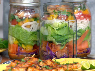 This healthy Mason jar salad will shake up your sad desk lunch routine
