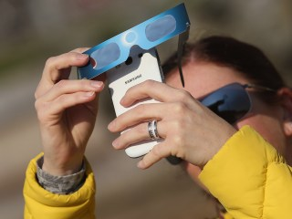 Is it OK to photograph the total solar eclipse with a smartphone?