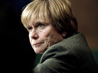 Wells Fargo Picks First Woman to Lead Board as Scandal Worsens