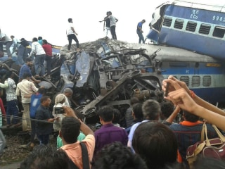 Train Derails in India, About 20 Killed, Dozens Injured