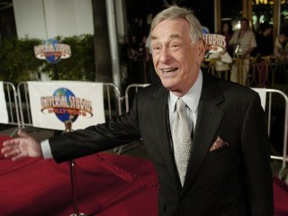 Shelley Berman, Stand-Up Comic and 'Curb Your Enthusiasm' Actor, Dies at 92