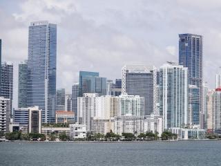 With new ad, Miami Democrat puts pressure on Republican Carlos Curbelo on immigration