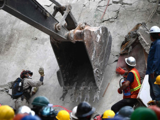 Rescuers Tirelessly Search For Earthquake Victims in Mexico City