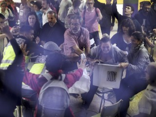 Hundreds Injured as Spanish Police Try to Block Catalan Referendum