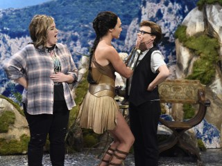 Memorable Makeout: Kate McKinnon and Gal Gadot Lock Lips on 'SNL'