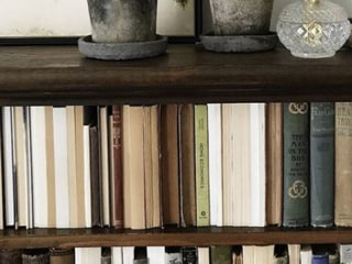 Would you put books backward? This decor trend has people seriously divided