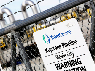 Keystone operator says oil pipeline leak controlled, no threat to public