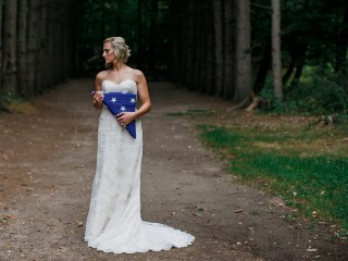 After losing fiancé, woman takes heartbreaking solo wedding photos