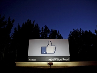Should Washington begin regulating Facebook? Some lawmakers say yes.