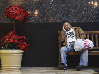 Holiday cheers: Shoppers stuff themselves, then the stores on Black Friday