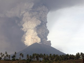 Indonesians flee as volcano erupts, stranding thousands