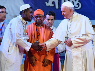 Pope says 'Rohingya' for first time in emotional encounter with refugees