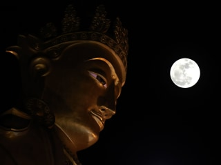 Only supermoon of 2017 lights up the world's best-known landmarks