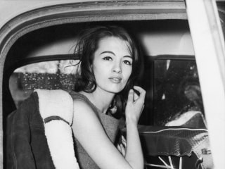 Christine Keeler, model in Britain's sex-and-spy Profumo scandal, dies at 75