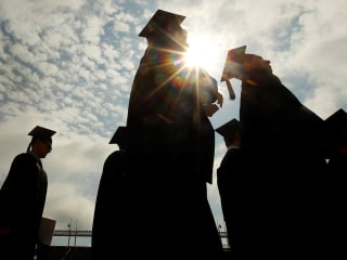 Looking for college scholarships? Here's some advice for Latino students.