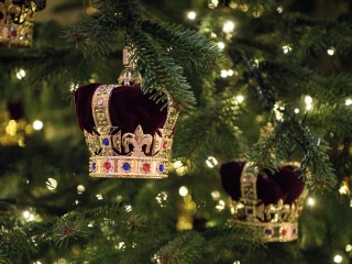 It's a royal treat! Buckingham Palace debuts its Christmas decorations