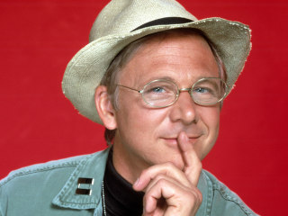 """Actor William Christopher, """"M*A*S*H"""" Chaplain, Dead at 84"""