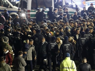 Cologne Police Detain 100s of 'African' Men Over New Year