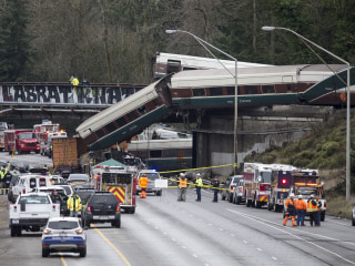 Engineer in deadly Amtrak crash mistook signal ahead of curve