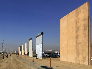 Trump's border wall models thwart U.S. commandos in tests
