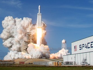 SpaceX's Falcon Heavy launch gives big boost to Elon Musk's Mars dream