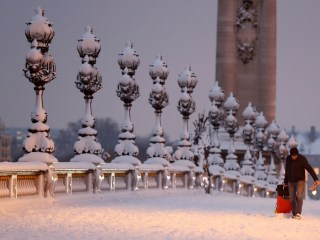 Rare snow brings Paris to scenic standstill