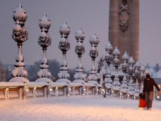 Rare snow brings Paris to scenic standstill