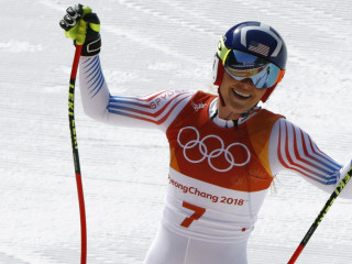 Lindsey Vonn shows world how to win bronze in likely last Olympic downhill