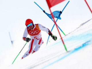 Reigning world champion Marcel Hirscher loses control in slalom