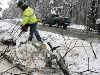 Nearly half a million customers still in the dark after latest nor'easter