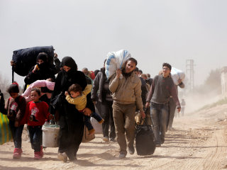 Thousands flee besieged eastern Ghouta as Syrian army advances