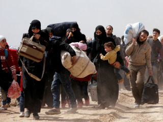 Syrians flee besieged enclaves in largest single-day exodus