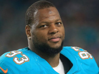 Guess Suh: Just one player from PFT's Top 20 free agents remains available