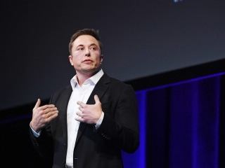 SpaceX founder Elon Musk piles on as Facebook's woes continue