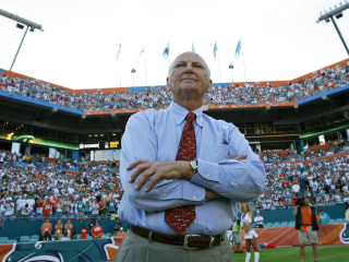 Wayne Huizenga, Blockbuster and Miami Dolphins owner,  dies at 80