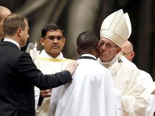 Pope Francis in Easter Vigil baptizes Nigerian migrant called hero