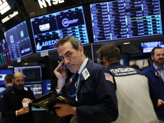 Dow Jones falls by almost 500 points as Trump cranks up trade war talk