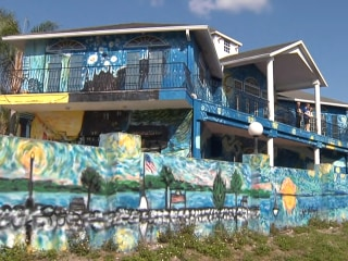 Family who painted house to look like 'Starry Night' in battle with Florida city