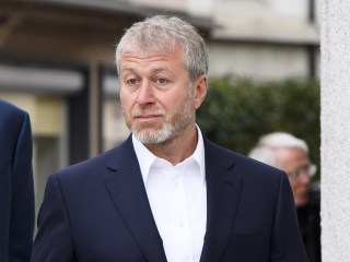 Russian oligarch Roman Abramovich left waiting for U.K. visa amid crackdown
