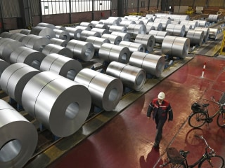 U.S. hits E.U., Canada and Mexico with steel, aluminum tariffs, sparking trade war