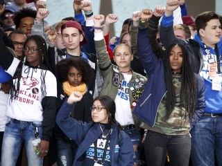 Desmond Tutu awards peace prize to Parkland shooting survivors
