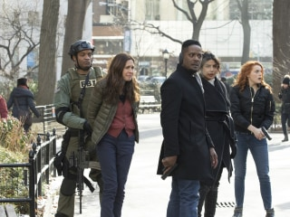 'Quantico' producers, star Priyanka Chopra apologize for episode portraying Indians as terrorists