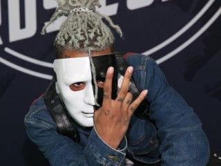 Rapper XXXTentacion is killed in apparent robbery in Florida
