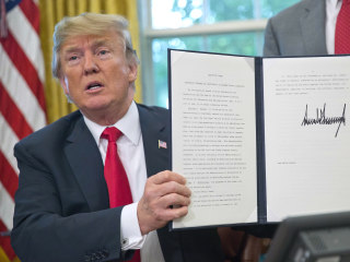 Trump signs order stopping his policy of separating families at border