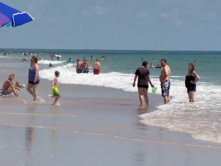 Thousands of beachgoers stung by jellyfish in Florida