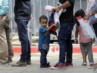 Judge orders U.S. to reunite families, stop border separations