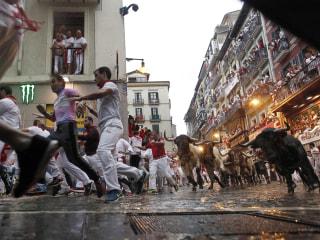 Bulls chase daredevils through Pamplona's narrow streets