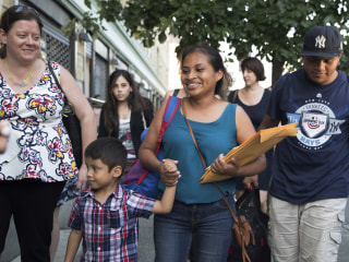 Judge halts deportations of reunited migrant families